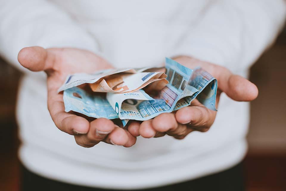 小額借貸借錢成為了時下比較便利的借款方式,很多資金週轉的朋友們都希望能夠自己通過小額借款解決自己的燃眉之急,很多人可能沒有做過當鋪小額借貸,其實想要小額貸款可以通過很多的方式,比如說首先想到的可能就是銀行,其實銀行的貸款門檻比較高,有很多的人審核條件不通過,那麽這個時候貸款就會失敗。假如想快速貸款的話,小額借貸推薦...