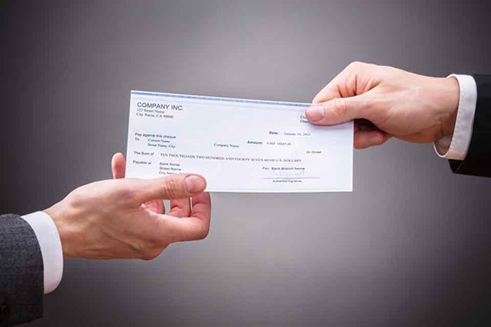 民間支票借款的機構遍布台灣各縣市,多數人在面臨資金周轉,身上又持有支票時就會想尋求支票借貸的管道。然而,一般人如果沒有在使用支票本票的話,可能會不了解兩者之間的差別,實際上,這兩個詞,差一個字就相差十萬八千里。那麼支票是什麼?本票又是什麼呢?不清楚支票借貸相關資訊?沒關係,就讓台北借錢合法金融公司替您解惑。支票本票大不…