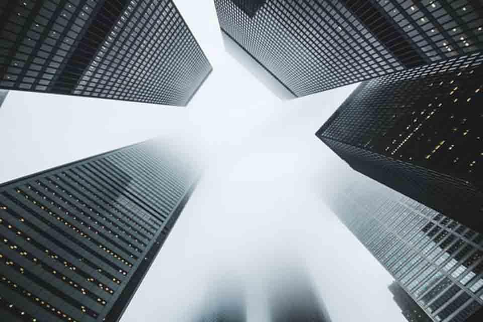 坊間承辦企業融資貸款管道不勝枚舉,每一間企業在運作的過程中,都可能會遇到資金週轉問題,此時,多數的企業會選擇向銀行辦理企業融資貸款。眾所皆知的是,向銀行辦理企業融資的過程比較繁瑣,企業融資條件相對也較高、等待審核的時間也較長,對於一些企業來說,並不能解決當前的燃眉之急。因此許多企業選擇轉向民間其他管道辦理企業融資貸款…