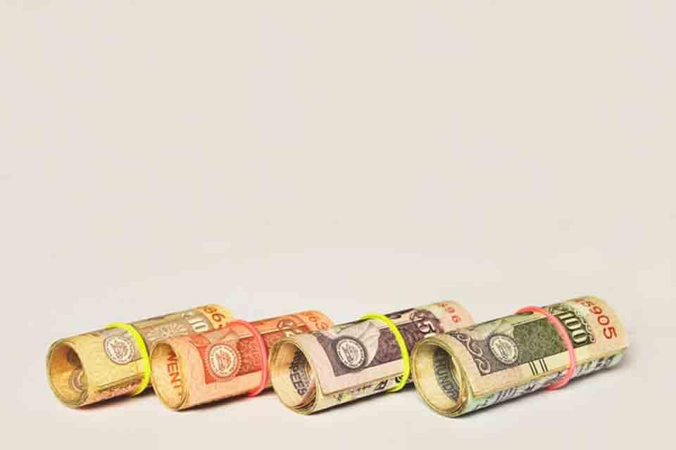 人們常說「錢不是萬能,但沒有錢卻是萬萬不能」,生活中有許多人面臨資金周轉問題,這些人也可能就在我們身邊。我們會怕破壞關係而不敢向親戚朋友借錢,而地下錢莊利滾利的高額利息也讓人卻步,因此私人小額借款成了多數人的另一種選擇。私人小額借款如何辦理?民間小額借款利息又是怎麼計算?以下替您解答。許多朋友想瞭解私人小額借款該...