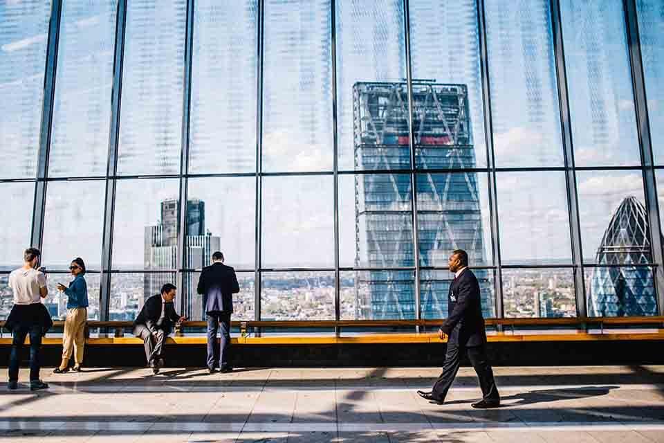 中小企業是帶動台灣經濟條件發展的一項重要指標,因此台灣林立著各式各樣的中小企業,然而企業在經營上也都有各自的難題。例如,中小企業在發展的過程中會遇到一些公司擴展、人事、購買新設備等問題,然而這些問題最根本的來源就是資金。坊間承辦企業貸款機構琳瑯滿目, 這讓很多企業不知道該如何選擇,中小企業貸款條件為何?中小企業貸款利…