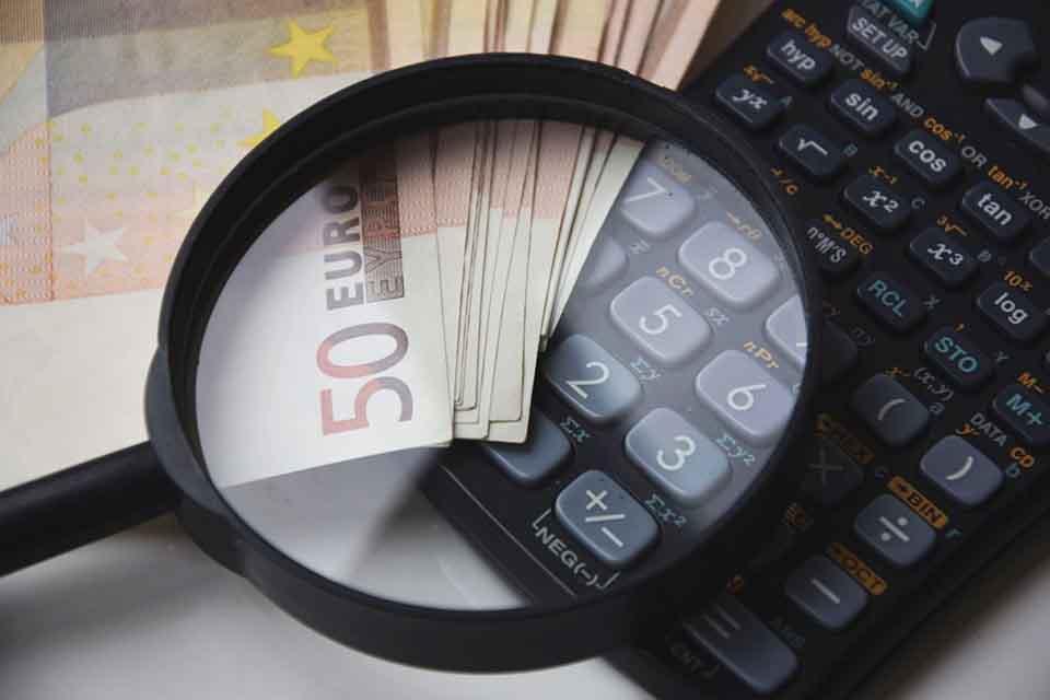 支票貼現借款,是台灣企業發生短中長期經濟週轉困難時,當手頭持有各家銀行承兌匯票,或者商業承兌匯票,向各家銀行申請票據貼現的一種借款方式。在民間眾多借款方式中,支票貼現借款的方式也是最常見的。孫先生是台中人,最近遇上資金週轉的問題,正好手頭有支票,想辦理支票貼現借款。在台中奔波多家管道,得到的借款額度不盡理想。因緣際會之…
