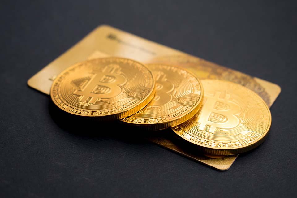 今年受到了新型冠狀病毒疫情的影響,全球的經濟也跟著受到了影響,導致金價也持續上漲,因此很多人打起了賣黃金想要逢高獲利了結的念頭。尤其是想要讓自己的事業擴大,又缺少資金週轉的朋友們,都會選擇賣黃金來得到周轉金。那麼賣黃金價格會受到什麼因素而影響?賣黃金怎麼算?請跟著台北借錢光華金融看下去吧!賣黃金價格會受到什麼因素…