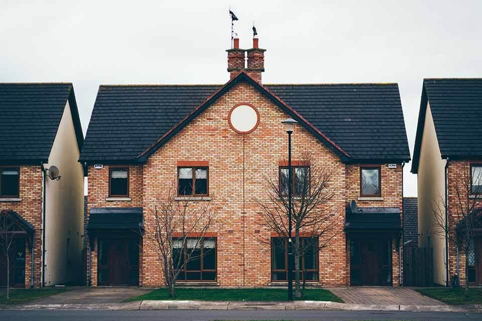 如果想要借一筆高額的款項,許多人會選擇房屋借款,然而大多數人當初在購買房屋時,已經使用過銀行貸款,那麼還能再次將房屋貸款嗎?台北二胎借錢是可以的嗎?台北二胎借款其實很簡單,只要持有的房子已經償還了部分的貸款,剩下的殘值可以進行台北二胎借錢。辦理台北二胎時,條件為擁有自己的房産,並附上近一年的收入證明以及身份證、健保卡…