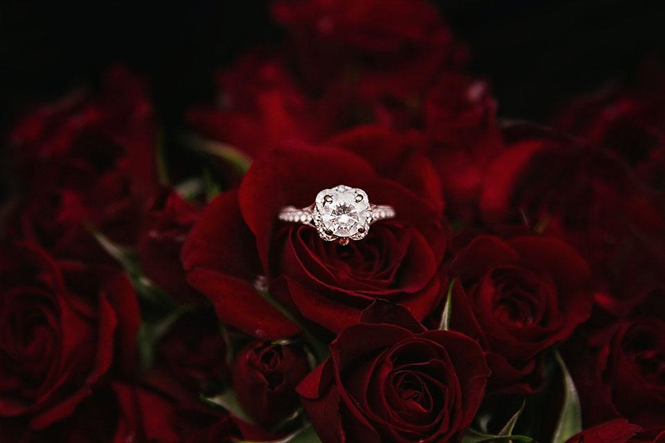 鑽石戒指是愛情的象徵,當然並不是每個人都有能力購買鑽石,有些人會選擇購買二手鑽石戒治,因為二手鑽石價格較親民。然而,在購買二手鑽石的時候,很多人也存在一個疑慮,就是二手鑽石升值會不會很高?日後能做二手鑽石回收嗎?因為大家都知道購買鑽石是有很高的長期收藏價值,鑽石品質越高,收藏的價值也越高,日後在做二手鑽石回收的時候所…