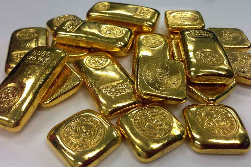 想得知今天黃金價錢多少,請立即點擊此篇了解!黃金除了作為上述的功用之外,當急需一筆資金時更可以成為周轉的物品,到當舖或銀樓將黃金換現金。然而,將黃金售出時,民眾也應該要了解今天黃金價錢多少,如此一來,才能對手頭上的黃金價植有個初步的概念。今天黃金價錢會受到哪些因素影響…